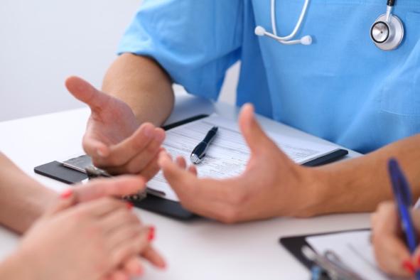 le guide santé : rendez-vous chez un dermatologue